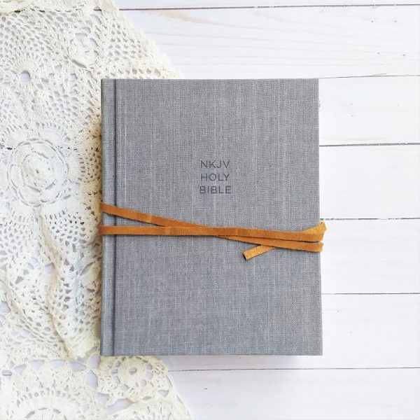 Looking for a beautiful note taking Bible that will help you study Scripture at a deeper level? Then check out this reference note-taking Bible!